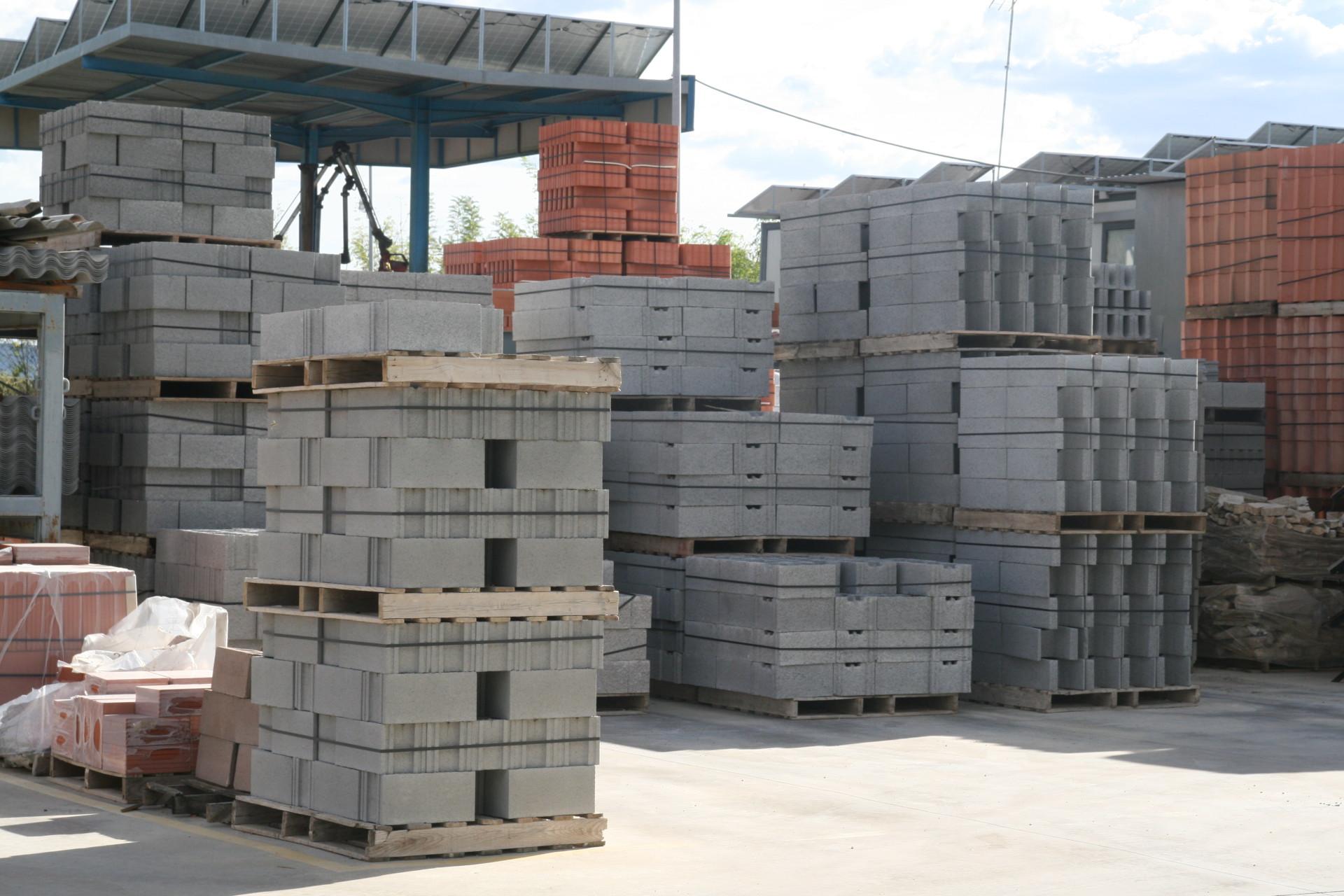 Estoc permanent del magatzem de la construcció Materials de l'Anoia